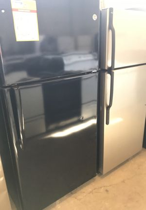 Ge black top freezer refrigerator for Sale in Denver, CO