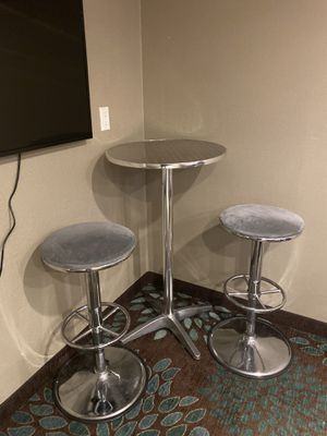 Table and bar stools for Sale in Sacramento, CA