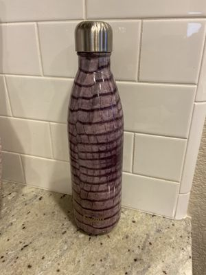 Swell water bottle (25oz) for Sale in Elk Grove, CA