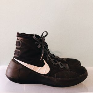 Women's Nike Size 8.5 Basketball Shoes 🏀 for Sale in Long Beach, CA