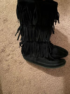 Minnetonka Women's size 6 Fringe Boots for Sale in Winston-Salem, NC