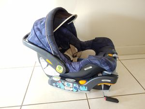 Chicco keyfit 30 car seat and base for Sale in Miami, FL