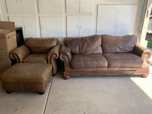 Couch and loveseat set + ottoman for Sale in Glendale, AZ