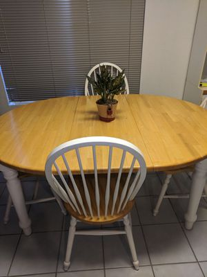 Oak Kitchen Table w/4 Chairs & leaf for Sale in Chandler, AZ