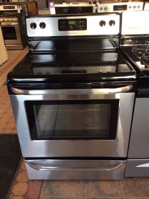 (Anoka 4261-SM HK) Frigidaire Stainless Steel Glass Top Electric Stove for Sale in Ramsey, MN