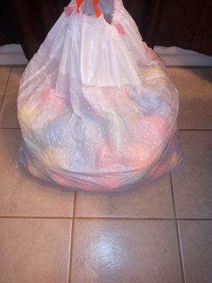 Bolsa llena de pelotas de diferentes colores como 200 for Sale in Chicago, IL