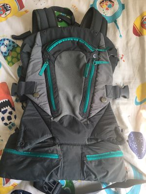 Baby carry on carrier gray one size for Sale in Nottingham, MD
