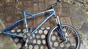 Giant Yukon mountain bike for Sale in Orlando, FL