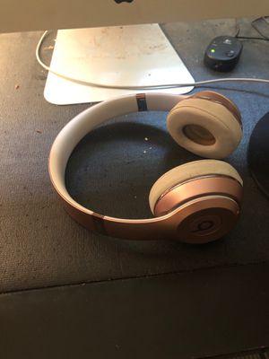 Beats wireless solo 3 rose gold for Sale in Dallas, GA