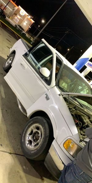 2003 ford 150 luxury leathers sears everthing works perfect no problems for Sale in Bolingbrook, IL