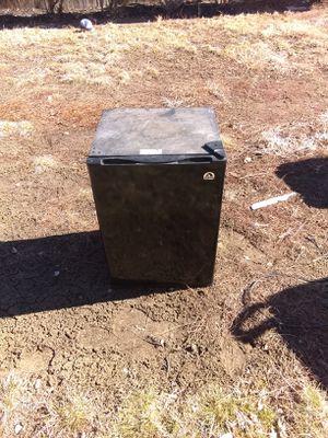 Igloo mini fridge for Sale in Lakewood, CO