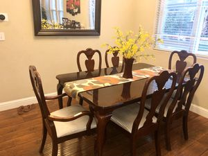 6-8 Extending Dining Table for Sale in Brentwood, CA
