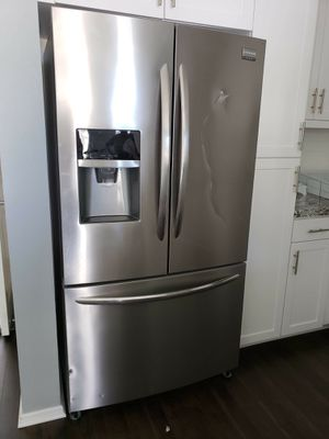 fridge/ freezer Frigidaire water dispenser ice maker for Sale in San Diego, CA
