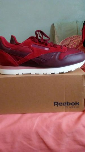 Reebok Classic Red/ rose color for Sale in Baltimore, MD