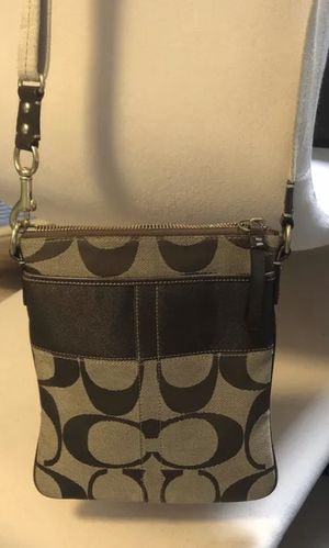 Women's Coach Brown/Black Crossbody/Messenger Bag C Logo for Sale in Brooklyn, NY