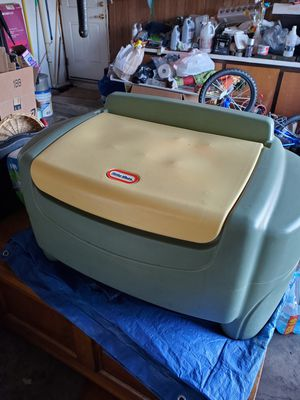 Little Tykes toy box for Sale in Yalesville, CT