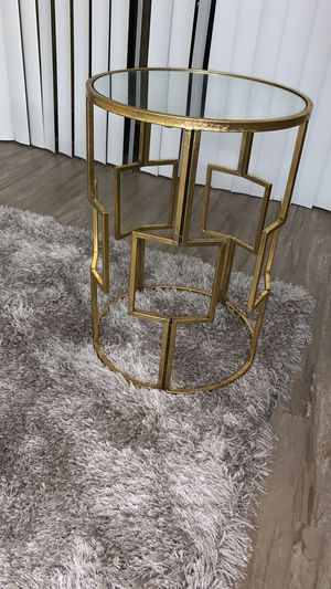Beautiful gold side accent table for Sale in Washington, DC