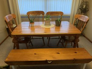 6 seater dining room table for Sale in Hays, KS