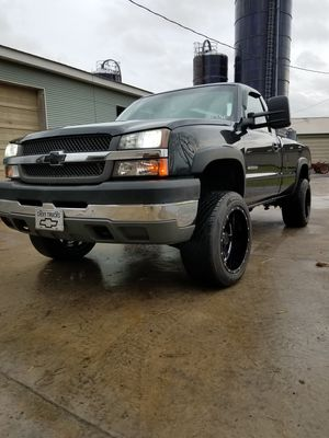 03 chevy 2500hd 5 SPEED MANUAL!! for Sale in Elizabethtown, PA
