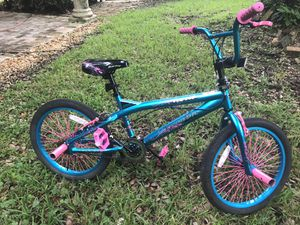 20 inch girls bike almost new for Sale in Miami, FL