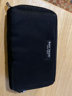 Kate Spade zippered wallet for Sale in Las Vegas, NV
