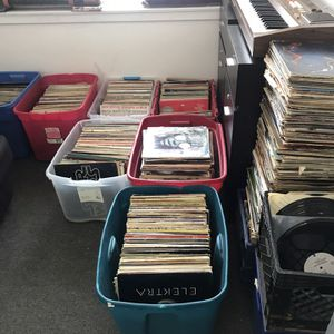 Get a Lot of Albums (R&R, Jazz, Latin, Rock & Roll) Spinners, The Supremes, James brown,. for Sale in Southfield, MI
