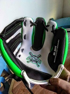"Franklin 8.5"" t-ball left hand baseball glove for Sale in La Puente, CA"