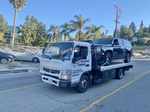 2012 Mitsubishi Fuso FE180 Tow Truck for Sale in Los Angeles, CA