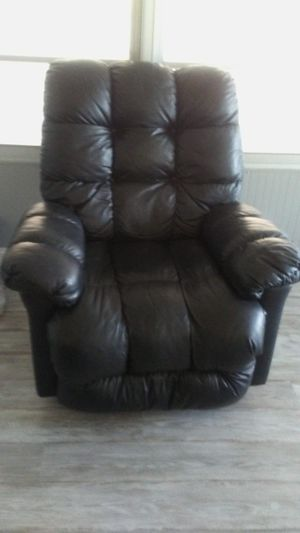 Reclining chairs brown for Sale in Wahneta, FL