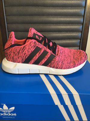 Brand new girl's adidas swift run size 6.5Y with box for Sale in San Antonio, TX