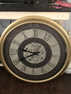 Clock like new just needs batteries for Sale in Lewisville, TX