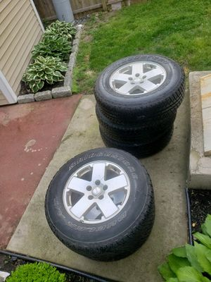 18 inch Jeep wheels and tires for Sale in Sicklerville, NJ