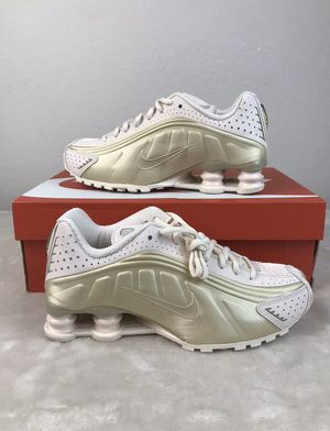 Nike Shox R4 Womens Size 6 Running Shoes NEW for Sale in Centreville, VA