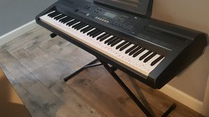 Casio wk 110 keyboard with stand for Sale in Tamarac, FL