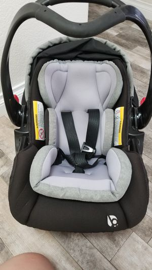 Baby trend carseat, newborn, safety car seat baby boy baby gir for Sale in Bakersfield, CA