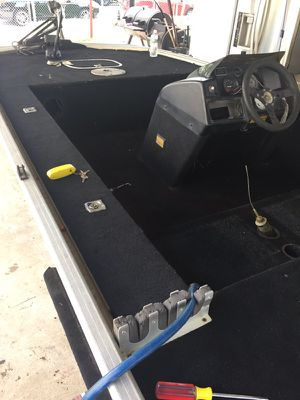 Spectrum bass tracker w/ 35 hp mercury force for Sale in San Antonio, TX