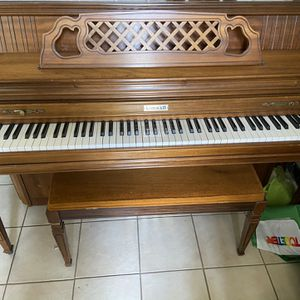 "Kimball 42"" Medium Walnut Console Piano for Sale in Glendale, CA"