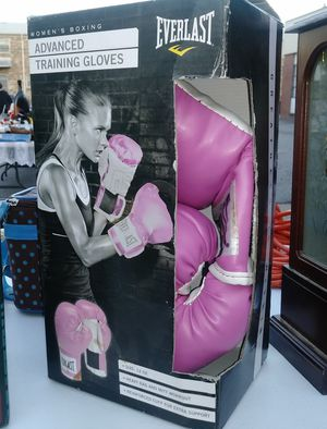 Female Boxing Gloves for Sale in Norfolk, VA