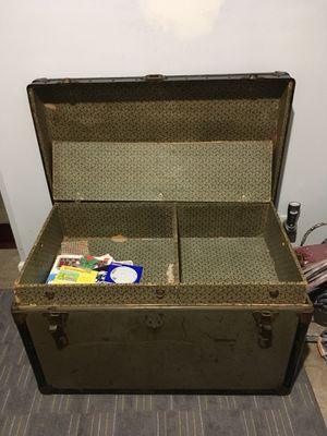 Old storage trunk/table/antique for Sale in Nashville, TN