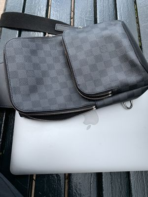 Louis Vuitton Men's Sling Bag for Sale in Fort Lauderdale, FL
