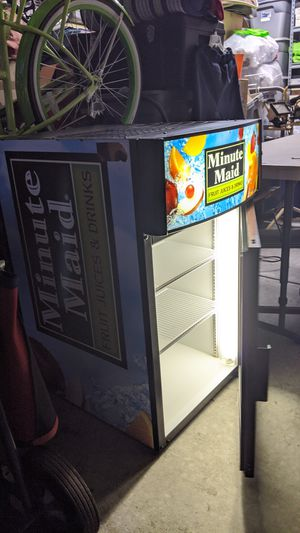 COMMERCIAL FRIDGE IN ICE COLD CONDITION , CLEAN AND ROOMY for Sale in Las Vegas, NV