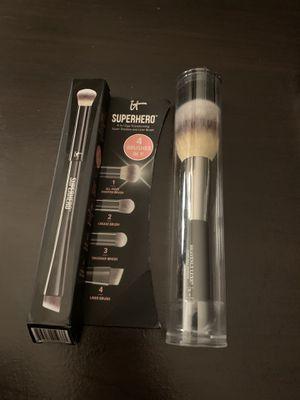"""IT"" Cosmetics professional Makeup Brushes. for Sale in Carpinteria, CA"