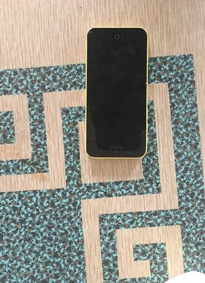 iPhone 5 c for Sale in Dravosburg, PA