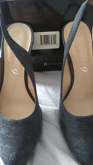 Ladies Dark gray suede size 7 for Sale in Dunedin, FL