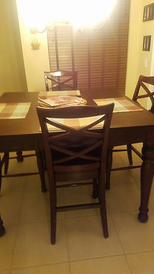 Kitchen table with leaf for Sale in Pompano Beach, FL