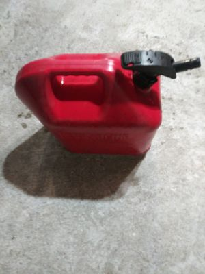 5 GALLON GAS CAN for Sale in Port Richey, FL