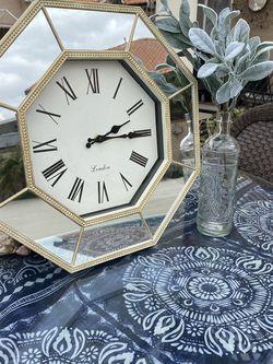 Antique Style Clock for Sale in San Bernardino,  CA