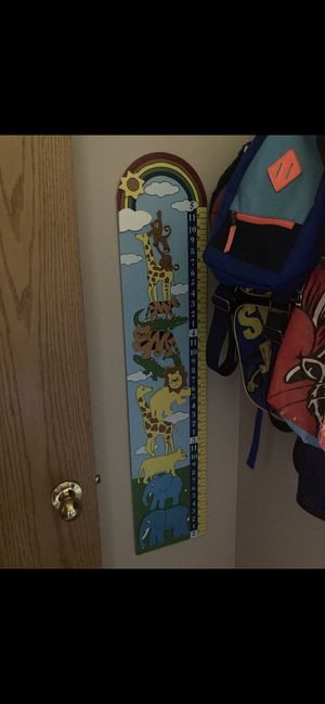 🦁 Nursery wooden wall hanging growth chart with animal themes for Sale in Kennewick, WA