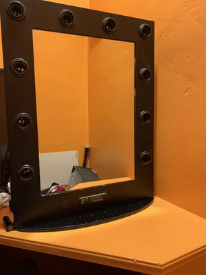 Bluetooth light up make up vanity mirror for Sale in Phoenix, AZ