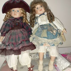 2 Beautiful Porcelain Dolls for Sale in Chicago, IL